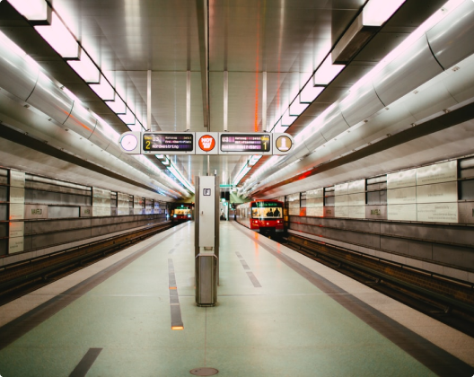 Это изображение о рекламе в метро